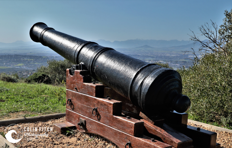 There were 26 cannons like this situated between Cape Town and Van Rhynesdorp. In times of trouble wher farmers needed to help defend the Cape settlement this would be fired.